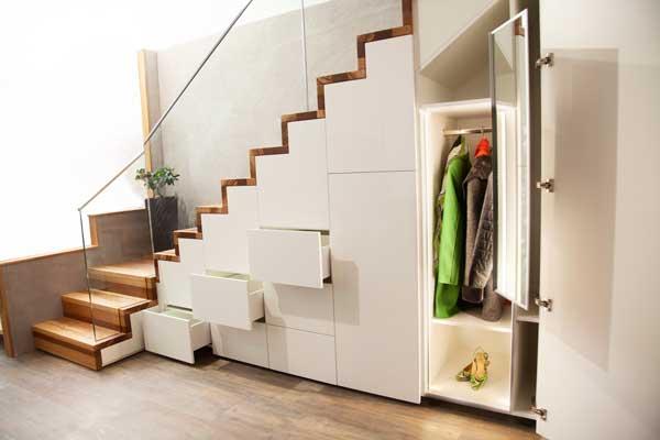 Die Treppe von ETS verbirgt unheimlich viel Stauraum, abgelichtet von PM Studios