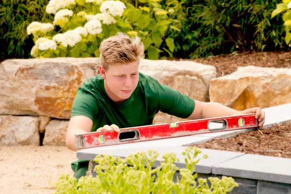 Bei der Arbeit von Gartenbau Leufgen, abgelichtet von PM Studios