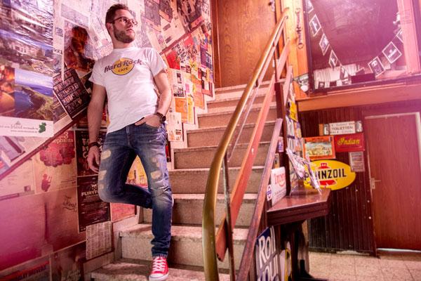 Portraitfotofrafie auf einer Treppe von PM Fotostudios