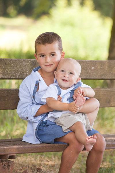 Gerne können die Familienportraits auch spontan Aussen aufgenommen werden von PM Fotostudio