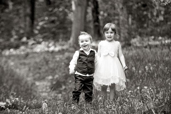 Geschwisterbilder jeden alters werden auch als Aussenaufnahmenbei PM Studios gemacht