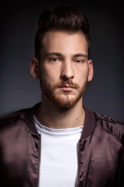 Portrait von einem Mann mit braunen Augen von PM Studios